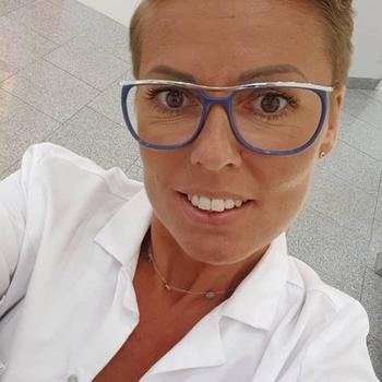 Geil neuken met een  45-jarig moedertje uit West-Vlaanderen
