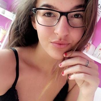 Sex hebben met 18-jarig meisje uit Waals-Brabant