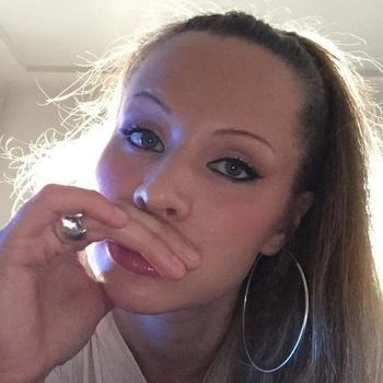 Geil neuken met een  33-jarig dametje uit Brussel