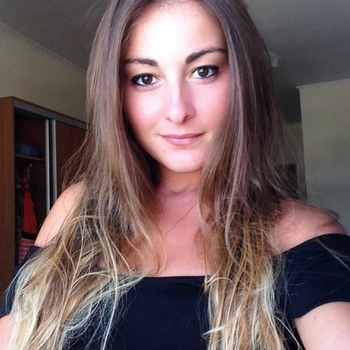 Geil neuken met een  28-jarig dametje uit Noord-Brabant