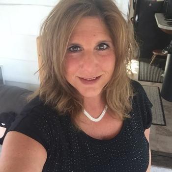 Een keertje neuken met 44-jarig moedertje uit Friesland